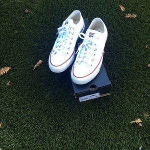 Like NEW converse white size 8 1/2 women